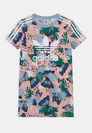 TEE DRESS - Žerzejové šaty - haze coral/multicolor