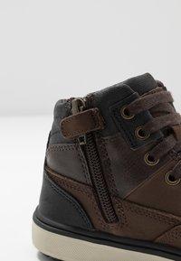 Geox - MATTIAS BOY ABX - Lace-up ankle boots - coffee/black - 2