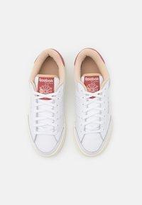 Reebok Classic - AD COURT - Sneakersy niskie - footwear white/sahara/sand beige - 5
