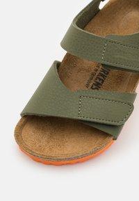 Birkenstock - PALU LOGO - Sandals - desert soil moss green/orange - 5