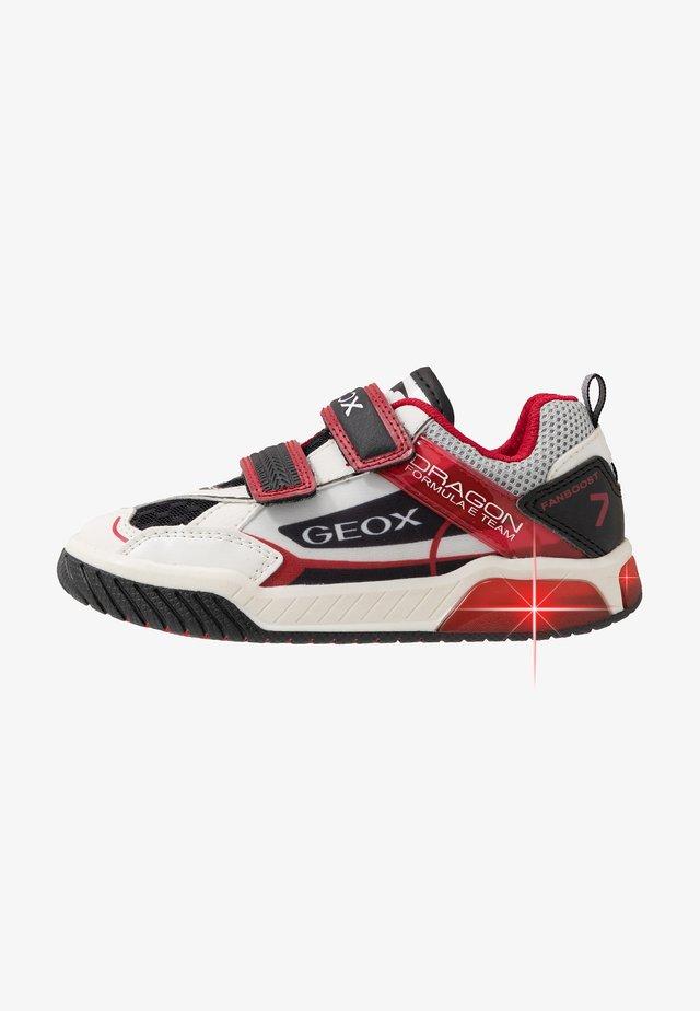 INEK BOY - Trainers - white/red