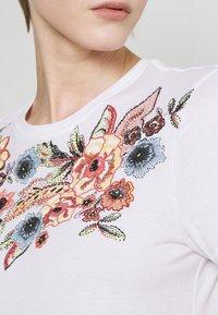 ONLY - ONLCORNELIA LIFE BOX - Print T-shirt - white - 5