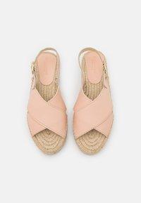 JUTELAUNE - VEGAN CROSSED FLAT  - Sandály na platformě - nude - 5
