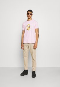 Obey Clothing - EARTH PROPAGANDIST - T-Shirt print - pink - 1
