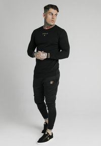 SIKSILK - ELEMENT MUSCLE FIT CUFF JOGGERS - Tracksuit bottoms - black/gold - 1