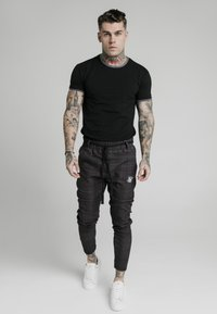 SIKSILK - RINGER GYM TEE - T-shirt basic - black - 0