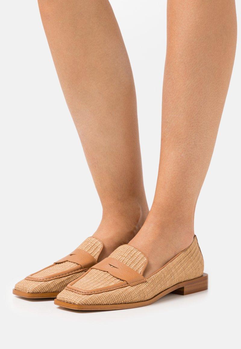 LAB BY AG - Nazouvací boty - camello