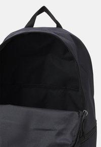 Nike Sportswear - HERITAGE UNISEX - Mochila - black/white - 2