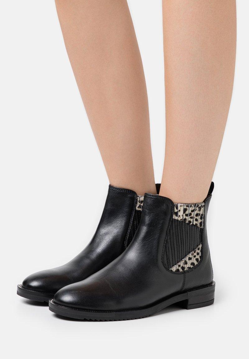 CAFèNOIR - Classic ankle boots - nero/bianco