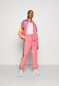 adidas Originals - PANTS - Pantalones deportivos - hazy rose/acid yellow/black - 1
