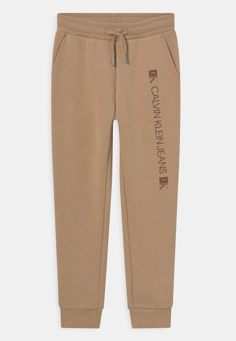 Calvin Klein Jeans - MONOGRAM BLOCK LOGO - Teplákové kalhoty - summer stone