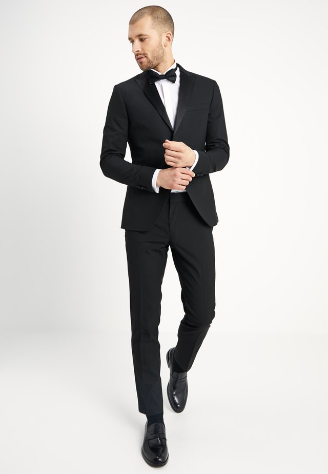 BASIC PLAIN BLACK TUX SUIT SLIM FIT - Suit - black