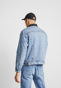 Levi's® - RVS PADDED TRUCKER - Giacca di jeans - surprise - 2