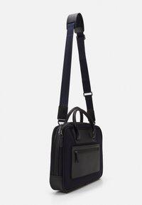 Hackett London - GATES SINGLE DOC - Across body bag - navy/black - 1