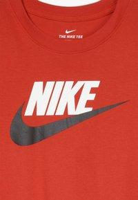 Nike Sportswear - FUTURA ICON - Triko spotiskem - university red/black - 3
