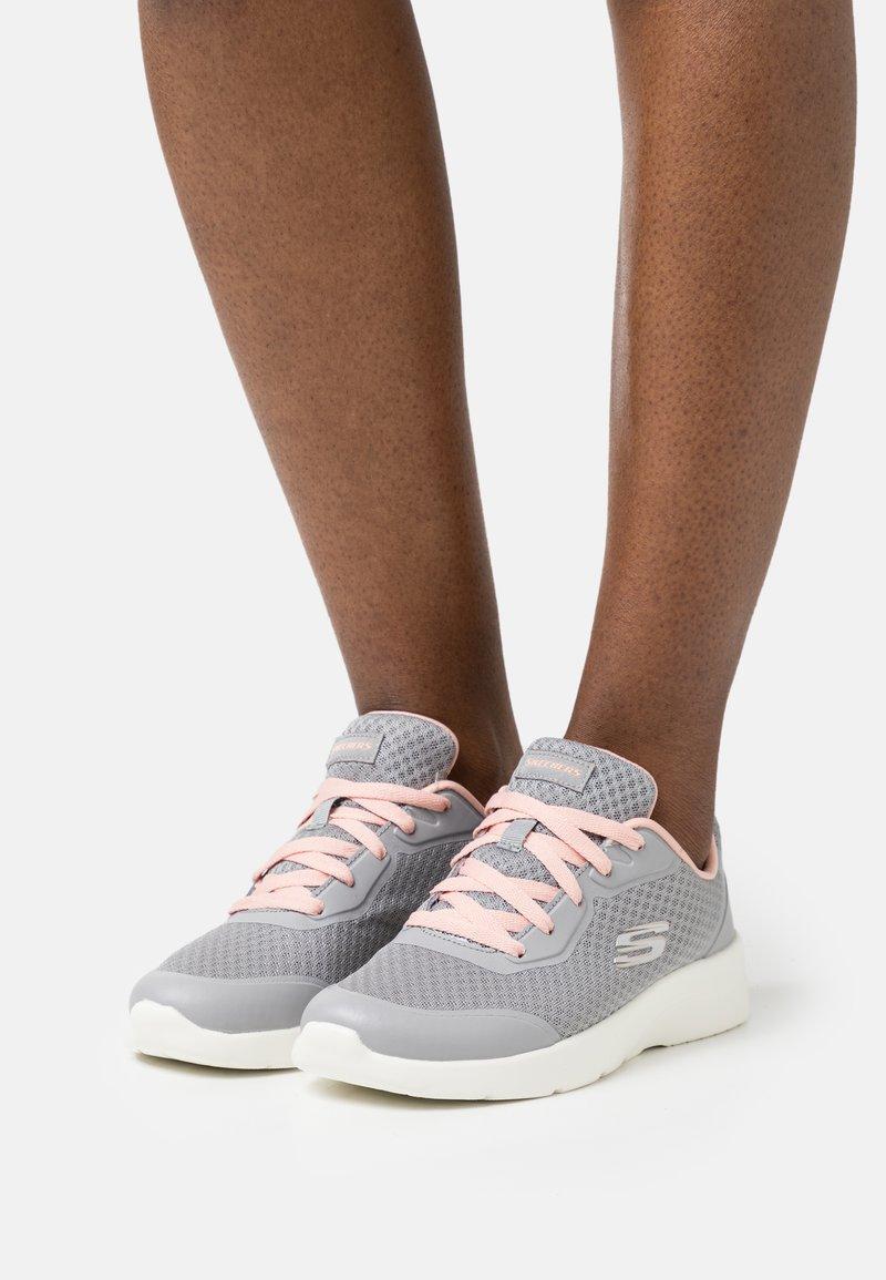 Skechers Sport - DYNAMIGHT 2.0 - Zapatillas - gray/coral