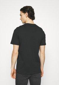 adidas Originals - GRAPHIC UNISEX - T-shirts print - black/white - 2