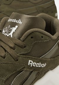 Reebok Classic - AZTREK 93 SHOES - Sneakers - green - 5