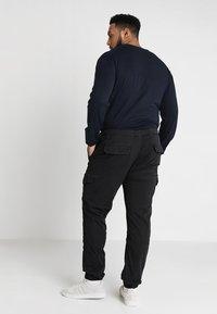 INDICODE JEANS - LEVI PLUS - Cargo trousers - black - 2