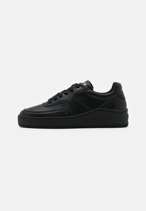 Tenisky - all black