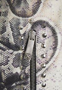 John Richmond - JACKET OBOISE - Kožená bunda - light grey/grey - 3