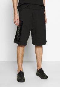 Versace Jeans Couture - LOGO - Pantalon de survêtement - black - 0