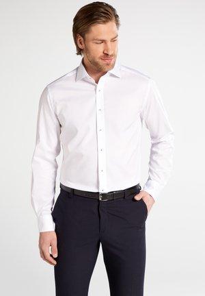 FITTED WAIST - Formal shirt - weiß
