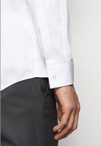 HUGO - KEEFE  - Formální košile - open white - 4