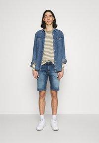 Tommy Jeans - SCANTON SLIM DENIM  - Shorts di jeans - hampton - 1