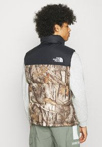 The North Face - 1996 RETRO NUPTSE VEST UNISEX - Waistcoat - kelp tan - 2