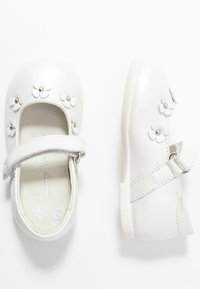 Primigi - Ankle strap ballet pumps - bianco - 0