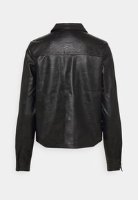 PIECES Tall - PCPAIA SHORT SHACKET - Faux leather jacket - black - 1