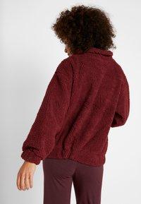 Onzie - TEDDY JACKET - Outdoor jacket - burgundy - 2