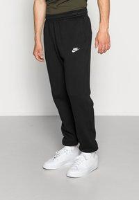 Nike Sportswear - CLUB PANT - Pantaloni sportivi - black - 0