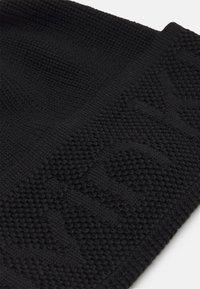 Calvin Klein - DEBOSSED BEANIE UNISEX - Pipo - black - 2