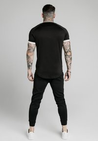 SIKSILK - FADE RUNNER TECH TEE - Camiseta básica - black - 2