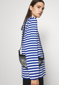 Marimekko - PITKÄHIHA  - Long sleeved top - white/blue - 3