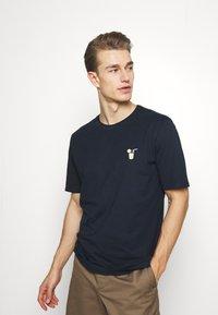 Selected Homme - SLHFRESNO  - Basic T-shirt - sky captain - 3