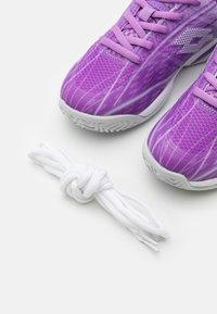 Lotto - MIRAGE 300 JR UNISEX - Multicourt tennis shoes - charisma violet/funky pink/purple willow - 5