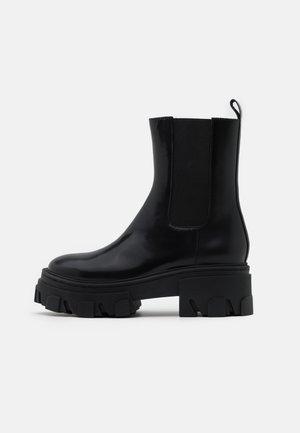 BOTTINES CHELSEA AVEC GROSSE SEMELLE - Platform ankle boots - black