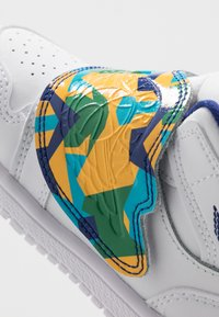 Jordan - SKY 1 UNISEX - Basketball shoes - white/court purple/total orange - 2