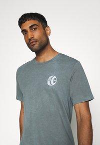 Nike Performance - FC TEE SEASONAL - Print T-shirt - smoke grey - 3