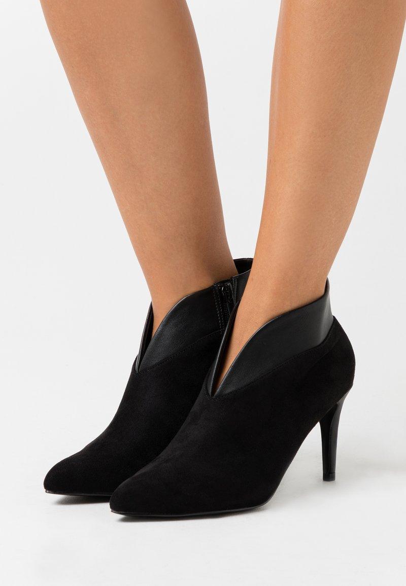 Wallis - CURVE - Ankle boots - black