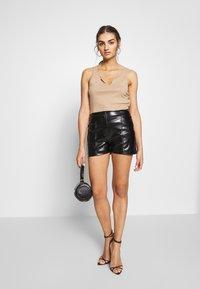 Missguided - STITCH DETAIL - Shorts - black - 1