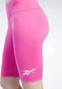 Reebok - MEET YOU THERE TRAINING 1/4 - kurze Sporthose - pink - 5
