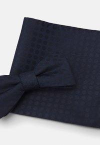 Selected Homme - SLHLANDON BOWTIE GIFTBOX SET - Kapesník do obleku - maritime blue - 6
