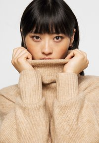 New Look Petite - FASH SLOUCHY ROLL NECK - Jumper - camel - 3