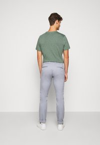 J.CREW - MENS PANTS - Chino kalhoty - light slate - 2