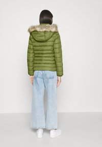 Tommy Jeans - BASIC - Dunjakke - olive tree - 2
