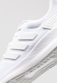 adidas Performance - RUNFALCON UNISEX - Obuwie do biegania treningowe - footwear white/grey two - 2